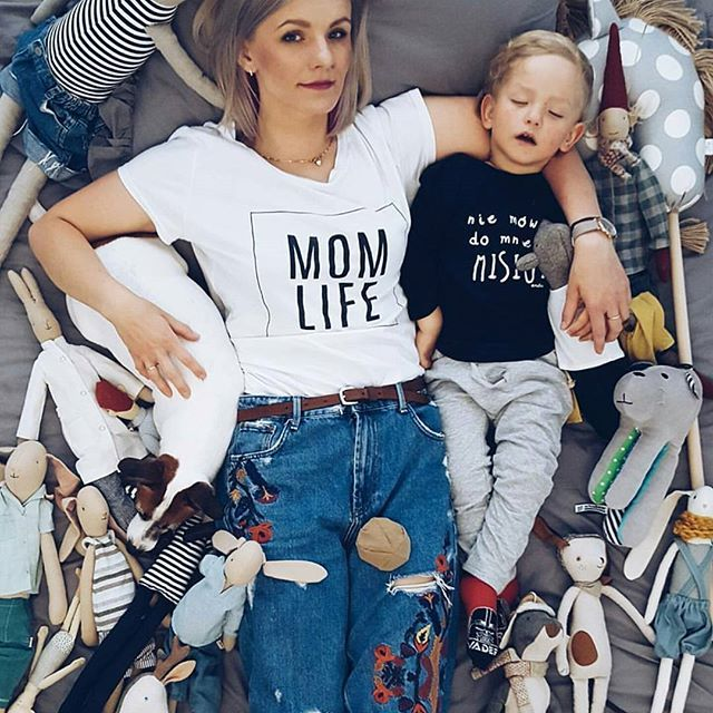 "Koszulka ""MOM LIFE"" to idealny prezent na zbliżający się Dzień Mamy 🎁 Co Wy na to? 😊 www.mosquito.pl #ootd #outfitoftheday #lookoftheday #mosquitopl #fashion #fashiongram #style #love #beautiful #currentlywearing #lookbook #wiwt #whatiwore #whatiworetoday #ootdshare #outfit #clothes #wiw #mylook #fashionista #todayimwearing #instastyle #instafashion #outfitpost #fashionpost #todaysoutfit #fashiondiaries"