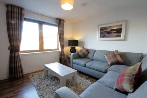Portland Apartment Inverness Located 900 metres from Caledonian Canal, Portland Apartment offers accommodation in Inverness. The property is 3 km from University of the Highlands and Islands, Inverness and free private parking is available.