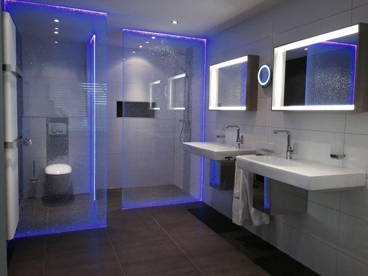 Badkamers worden naar uw wens met led verlichting for Badkamer verlichting plafond