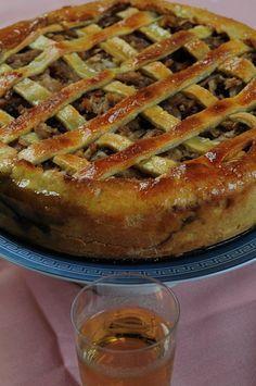 Frola de manzanas, canela y nuez, con una receta de Dolli Irigoyen    http://blogs.lanacion.com.ar/cocina-amateur/tartas-dulces/frola-de-manzanas-canela-y-nuez-con-una-receta-de-dolli/