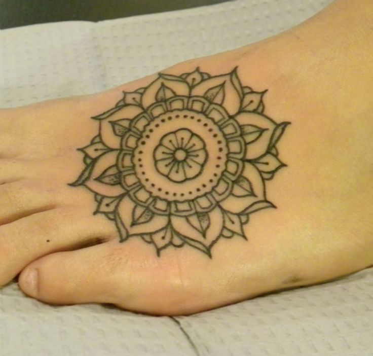 m s de 1000 ideas sobre small mandala tattoo en pinterest tatuaje de mandala tatuajes de flor. Black Bedroom Furniture Sets. Home Design Ideas