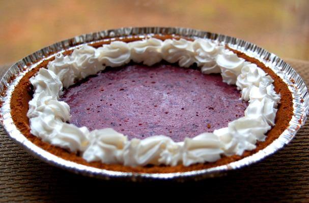 "Vegan Lemon-Berry ""Cheese""Cake Recept recept Desserts met graham cracker pie crust, silken tofu, strawberries, mixed berries, sugar, lemon extract, corn starch"