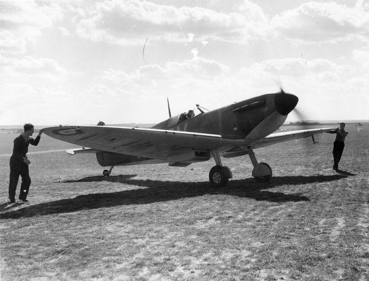 Supermarine Spitfire Mk Ia, X4474 QV-I 19 Sq