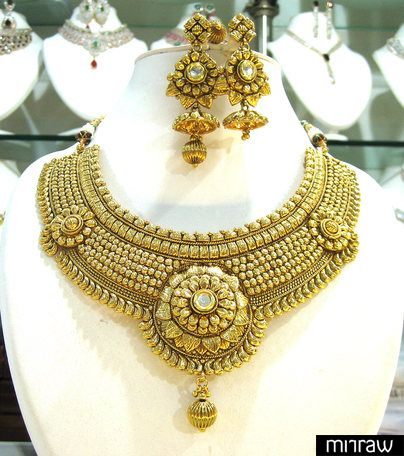 Beautiful traditional style necklace set
