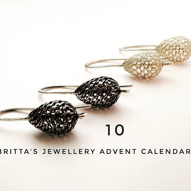 14 days to go..... let's get festive... #silverearrings #bijoux #jewellery #crafts #makersgonnamake #makersmovement #handmadejewelry #bijouxfaitmain #repost #adorn #etsy #alm #filigran #giftsforher #minimalist