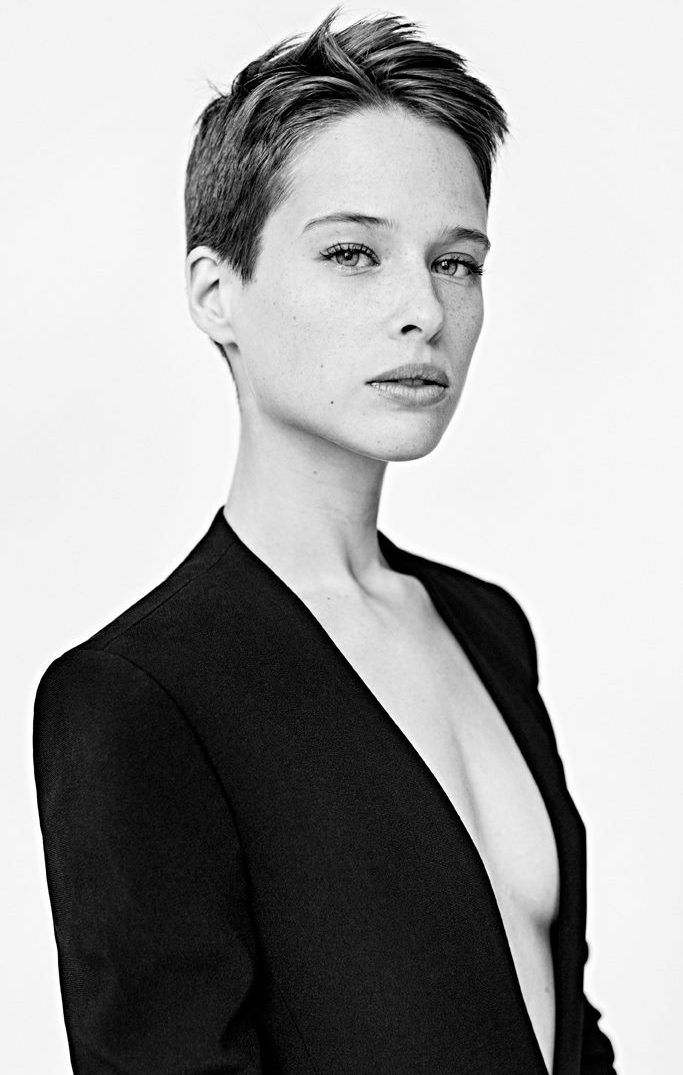 Short Hair Beauty : Photo