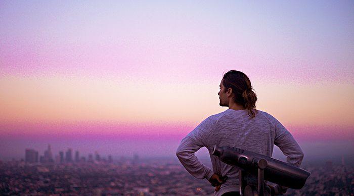 Чтобы стать актером, в 1992 году Джаред Лето переехал в Лос-Анджелес – как он сам вспоминает, с рюкзаком за плечами и 500 долларами в карманах. Именно этот город он называет своим домом сейчас.
