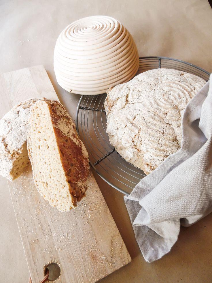 Et lækkert smagfuldt langtidshævet rustikt glutenfrit brød, hvor der er brugt glutenfri øl. Perfekt til oste og som madbrød.
