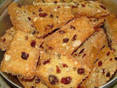 Η σημερινή συνταγή είναι από το τετράδιο της γιαγιάς μου και ήταν τα αγαπημένα της παξιμαδάκια. Είναι φίνα, αφράτα και γλυκά, θυμίζουν τα ιταλικά biscotti , και τα λέω «πλούσια» γιατί …