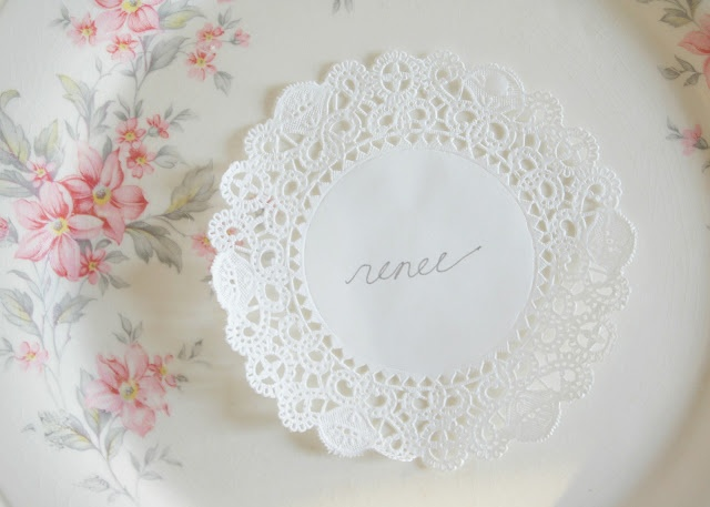 simple way to label everyones seat. i'd stamp on names with gold or silver ink :)Easy Elegant, Parties Places, Place Cards, 1St Birthday, Parties Ideas, Places Sets, Places Cards, Elegant Dinner Parties, English Teas
