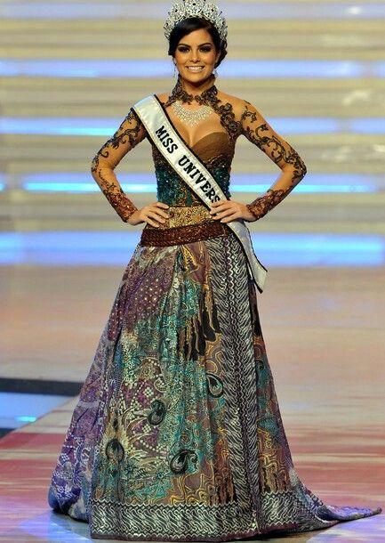 Miss universe kebaya