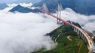 Il ponte più alto del mondo sospeso a 565 metri nel vuoto