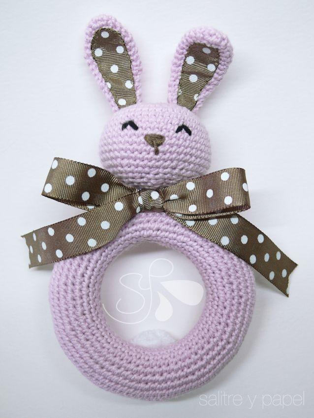 sonajero amigurumi conejo