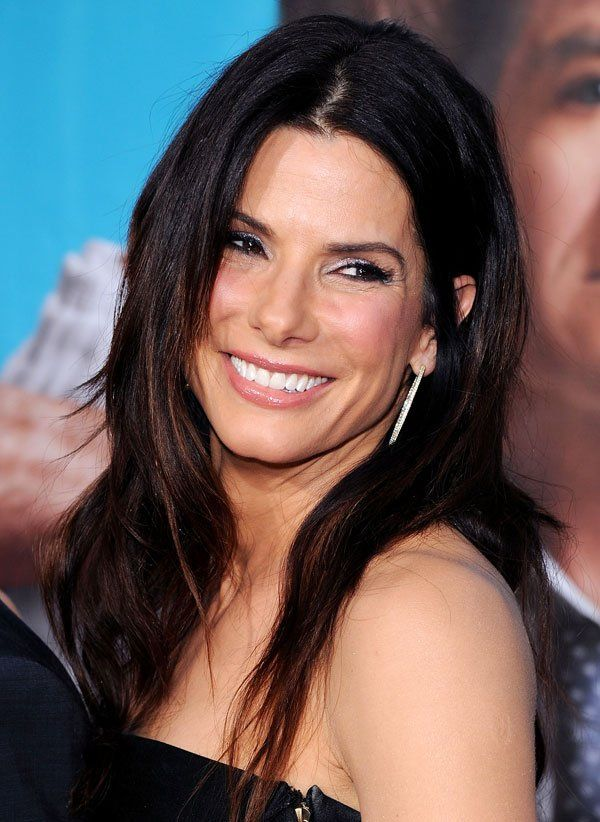 Sandra Bullock Looks Half Her Age — See A Professional's Opinion On How She Stays So Youthful! - Hollywood Life-age 48