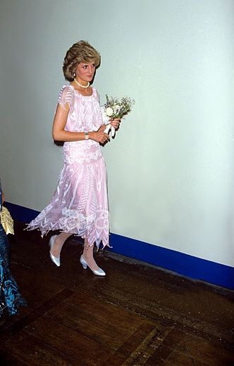 1985-07-23 Diana arrives at Wembley Arena for the Torvill & Dean Royal Command Performance