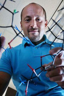 "Chemist Phil Baran of The Scripps Research Institute  has won a 2013 MacArthur Fellowship, sometimes called a ""genius grant."" http://www.scripps.edu/newsandviews/e_20130930/baran.html"