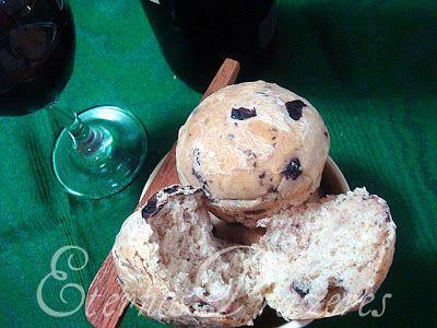 Eternos Prazeres: Pãozinho de azeitonas pretas...para uma noite chuvosa