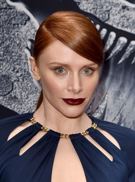 Bryce Dallas Howard Ponytail - Bryce Dallas Howard attended the 'Jurassic World' premiere wearing a super-sleek side-parted ponytail.