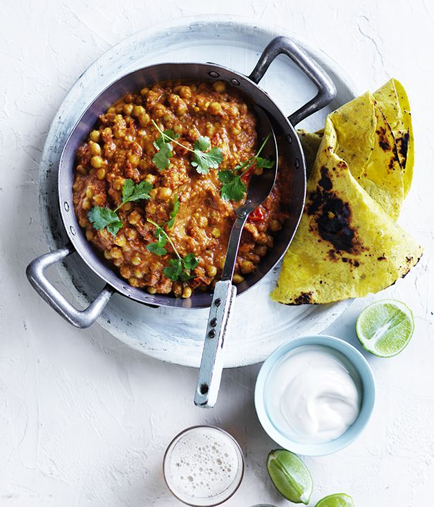 A fast and delicious recipe for a chana masala, with Greek yoghurt and flatbread.