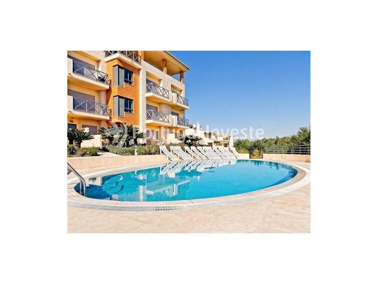 Piscina, Apartamento T2, com belíssimo terraço e acesso a piscina, no Parque da Corcovada - Portugal Investe