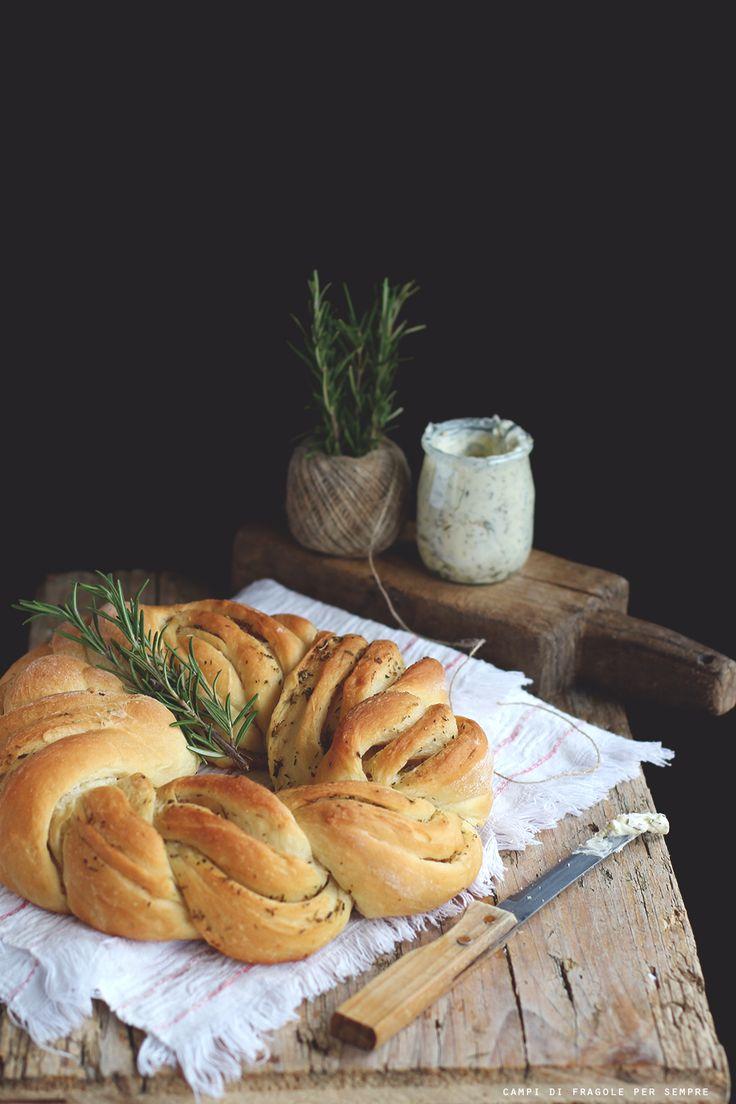 Treccia di pane al burro alle erbe