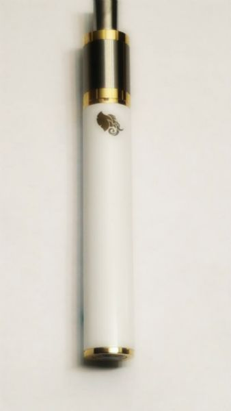 The Dory in white!! Not only is this a vape pen for oil, it's also a vape pen for dry herb. The Dory Atomizer tank is uniquely designed, to give you the best flavor from your vapor. With a strong long lasting battery. This vape pen is all about performance, style and class.