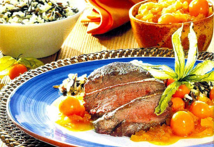 """Straußensteak mit Kap-Kirschensauce - Gibt es eine """"Südafrikanische Küche""""? Man müsste die überlieferten Gerichte der schwarzen Ureinwohner nennen, die sind allerdings sehr schlicht, oft ist's nur ein Brei und macht kulinarisch wenig Freude. Die moderne Küche Südafrikas ist ein Konglomerat von Rezepten der Einwanderer. Zum Rezept: http://www.nachrichten.at/freizeit/essen_trinken/rezepte/hauptspeisen/Straussensteak-mit-Kap-Kirschensauce;art10226,409134 (bild: OÖN)"""