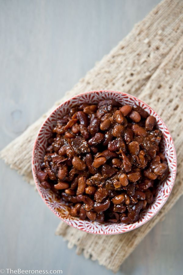 Slow Cooker Maple Bacon Beer Baked Beans | The Beeroness - I have my own made-up recipe that is startling similar, but no Maple Syrup. GENIUS!