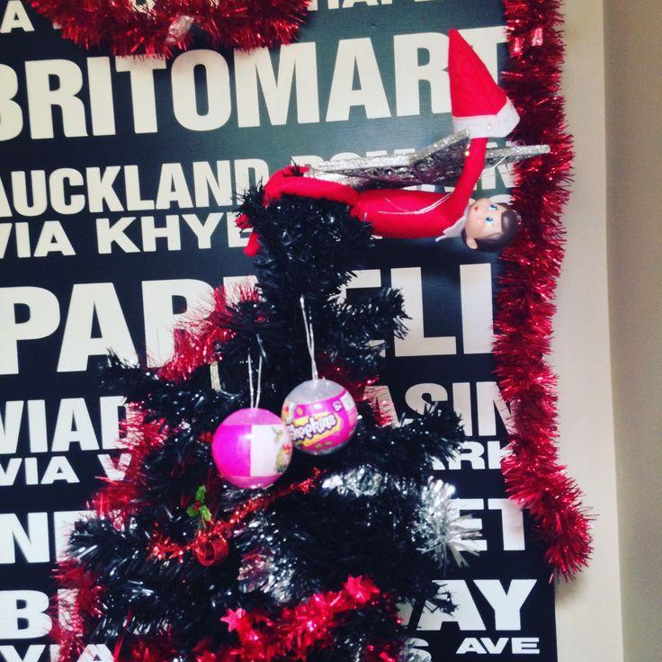 Sparkle the elf on the shelf delivers shopkins decorations 2016