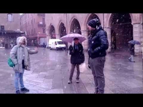 Lo sgabellino anche sotto la neve by www.bolognainside.it