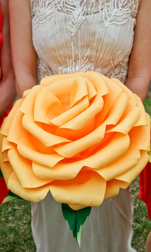 DIY Paper Flowers || Giant Paper Wedding Flowers PHOTO SOURCE • BRIANNA COX PHOTOGRAPHY