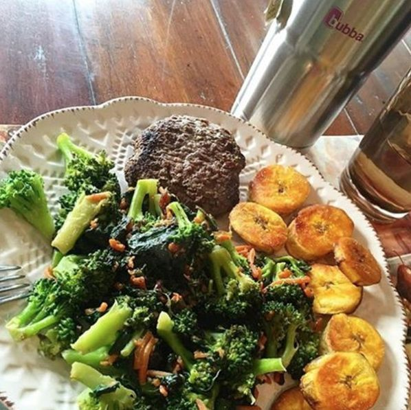 Another amazing shot from @jenny2penny... Makes us wanna step up the veggie game! Lean and delicious. #BUBBAburger #BUBBAburgers #burgerlife #burgerlove #grilled #grilling #grill #cookout #burgers #bunless #burger #beef #USDAChoice #broccoli #plantains #homecooked #eatlean #paleo
