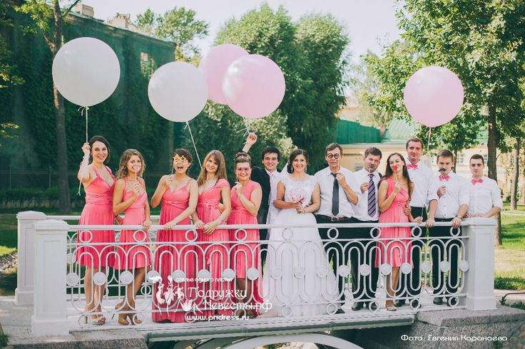 Нежно коралловые платья для подружек невесты