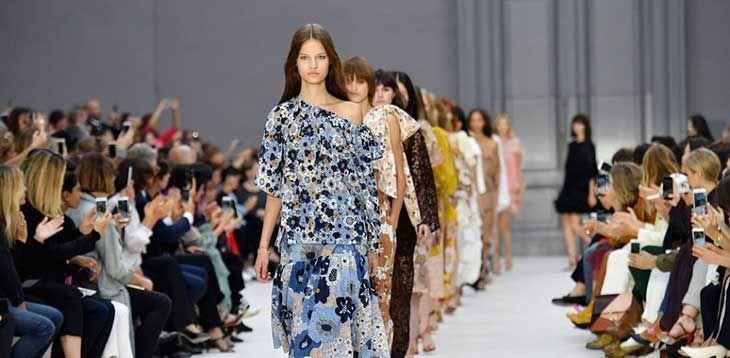 Anche d'estate si può essere eleganti!  La moda estiva, colorata e briosa, propone ogni anno soluzioni per ogni stile di abbigliamento diverso.