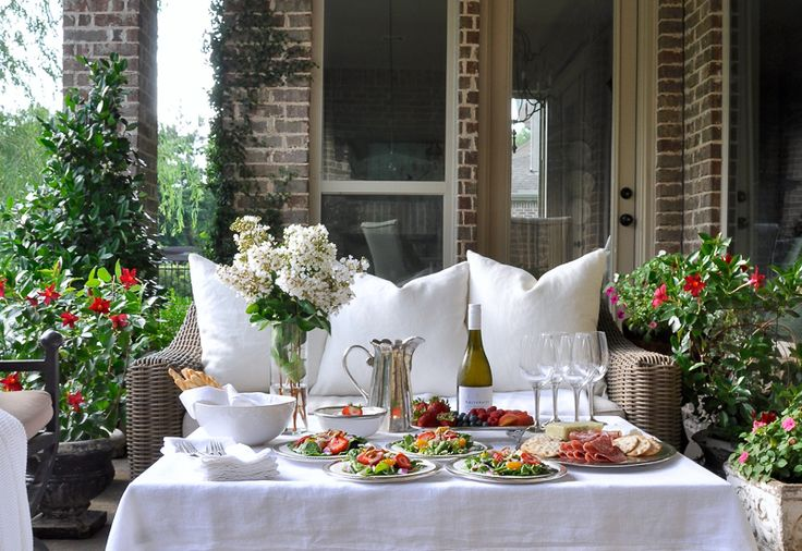 Tips for Hosting a Perfect Dinner Party - Decor Gold Designs