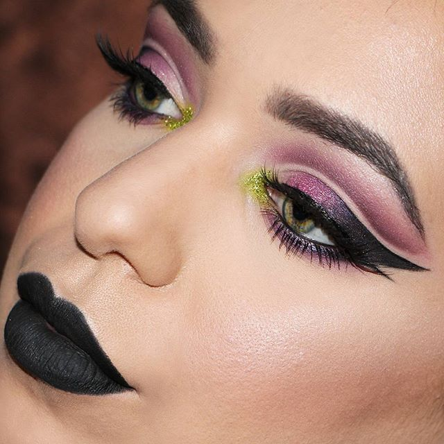 WEBSTA @ carla_vallelonga - Double cut crease@urbandecaycosmetics Electric Palette @maybelline Hyper Sharp Eyeliner@anastasiabeverlyhillsBrow Pomade in dark brown @maybelline fit me foundation and contour palette @rimmellondonau shadow pencil stick@hudabeauty scarlett lashes@tartecosmetics shape tape concealer
