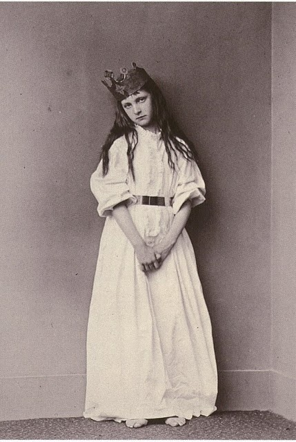 lewis carroll: Queen, Alice In Wonderland, Alice Liddell, Vintage Photo, Trench Coats, Carroll Photography, Princesses, Beautiful Photography, Lewis Carroll