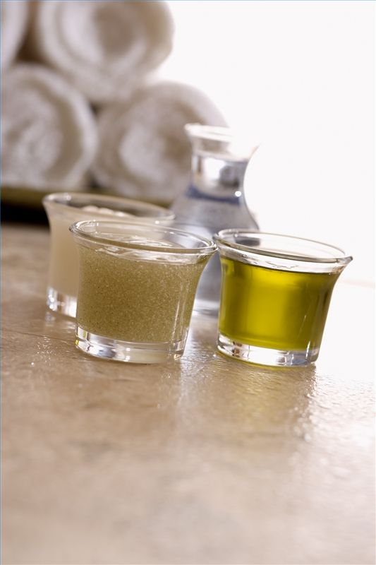 How to Use Olive Oil to Soften Feet