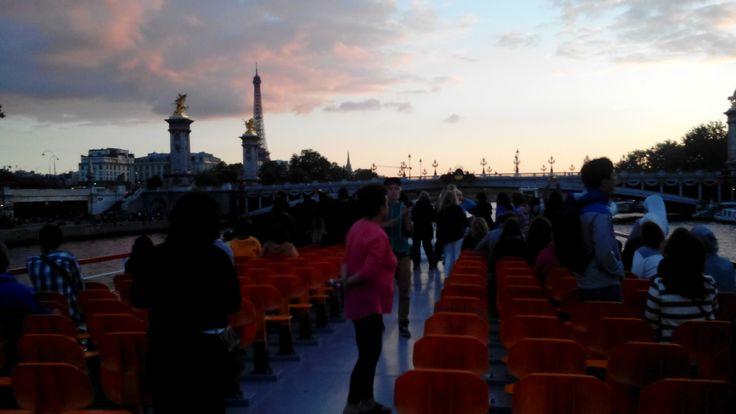Excursión Europa 2015 Central de Reservas y Turismo paseo sobre el Rio Sena conociendo las maravillas de Paris