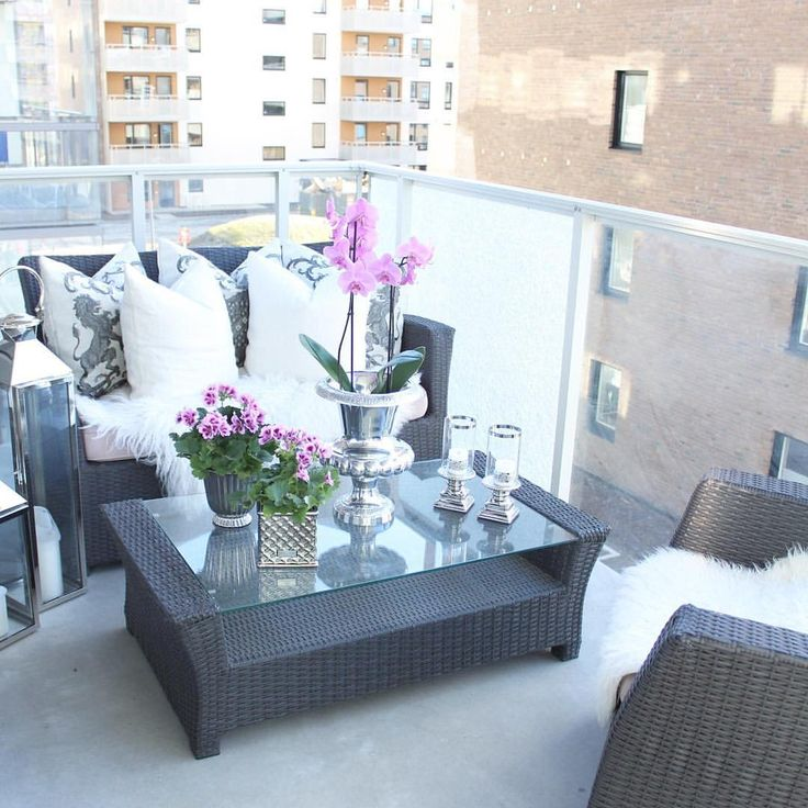 "977 gilla-markeringar, 42 kommentarer - Sandra Enger (@stylebysandra_) på Instagram: ""~ The weather was so nice today, so I styled the balcony 🌸🍃 The furnitures are only temporarely. We…"""