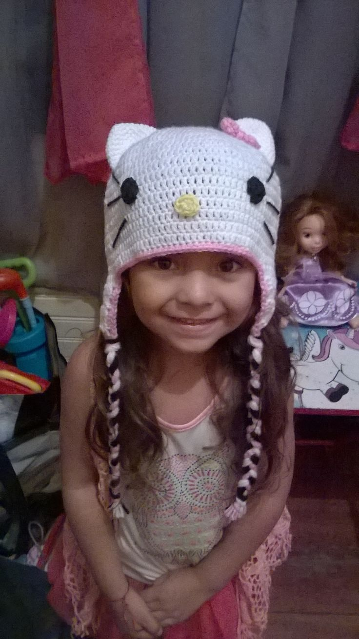 Gorrito inspirado en Hello Kitty