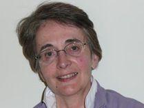 """Nicole Bustarret est née en 1942 en Tunisie. Après une licence """"sciences naturelles"""" elle est professeur de SVT dans un collège de la région parisienne. Elle abandonne l'enseignement et devient bibliothécaire spécialisée jeunesse, critique de livres et responsable d'une revue spécialisée (Livres Jeunes Aujourd'hui). Elle publiera son premier livre Champignons des bois et des prés chez Milan. http://www.editionsmilan.com/Livres-Jeunesse/Nos-auteurs/Nicole-Bustarret"""