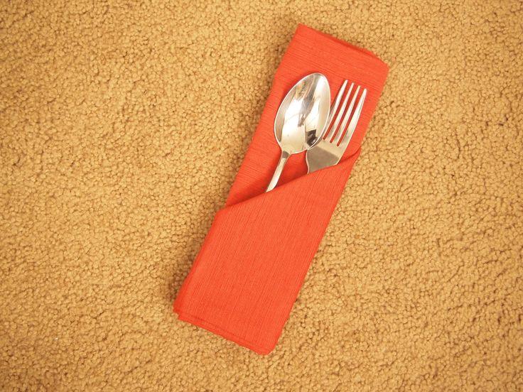 Ajoutez une petite touche d'élégance à n'importe quel dîner avec des serviettes joliment pliées. Le pliage de serviette est une tradition très ancienne, dans les restaurants comme dans les foyers. C'est simple, élégant et facile à maîtrise...