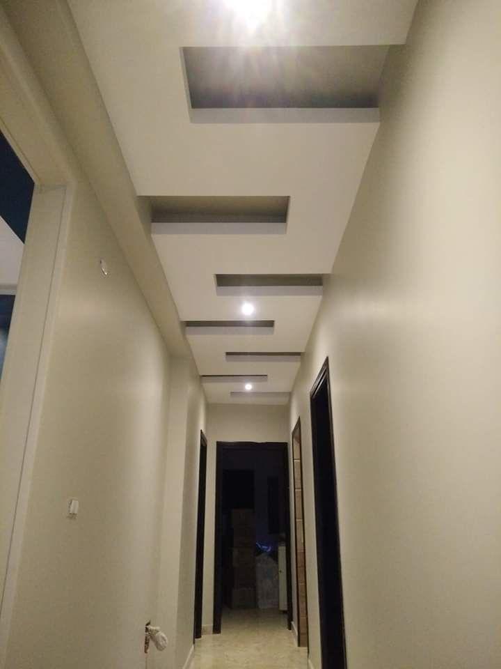 جبس ممرات 2020 أفضل ديكورات جبس فخمه للممرات والمداخل لبيتك الجديد Ceiling Design Living Room Bathroom Mirror Living Design
