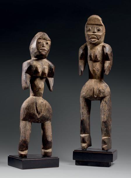 Couple Montol - Nigéria Bois - H.: 56 et 64 cm Le personnage féminin a les jambes légèrement pliées, les bras dégagés du corps et la tête est finement scarifiée. Le haut du corps et la région pubienne… - Eve - 08/12/2014