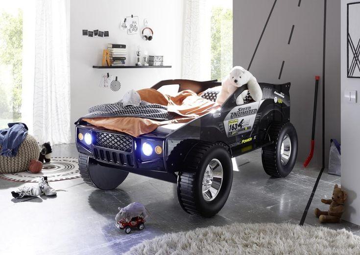 Wir haben hier genau das richtige für Sie! Das Jeep Autobett bringt Kinderaugen zum strahlen. Er hebt sich durch seine Größe von normalen Autobetten ab und fällt sofort ins Auge. Der Jeep ist schwarz und mit einem Print Bedruckt. Als Highlight bietet das Autobett eine LED Beleuchtung. Die Liegefläche beträgt ca. 90x200 cm und ist somit für jede gewünschte Matratze und Lattenrahmen passend. Das Stellmaß beträgt ca. 120 x 81 x 211 cm. Eine vielseitige Matratzen und Lattenrahmen Auswahl…