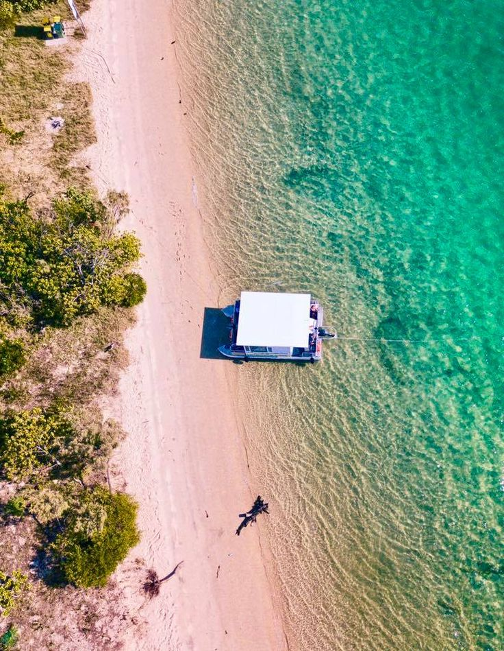 A great aerial shot of wave break island #goldcoast #gcpartypontoons Come explore wiht us!