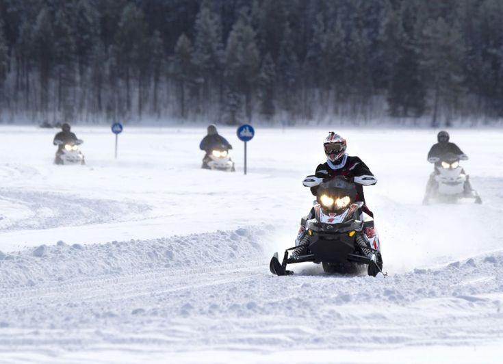 Pello en Laponie en Finlande a plus de 120 kilomètres de routes pour les motoneiges.