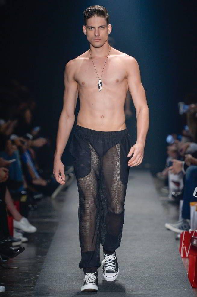 Ropa interior y de baño es la propuesta de Amir Slama como parte de su colección Spring/Summer 2017 en la semana de la moda de Sao Paulo