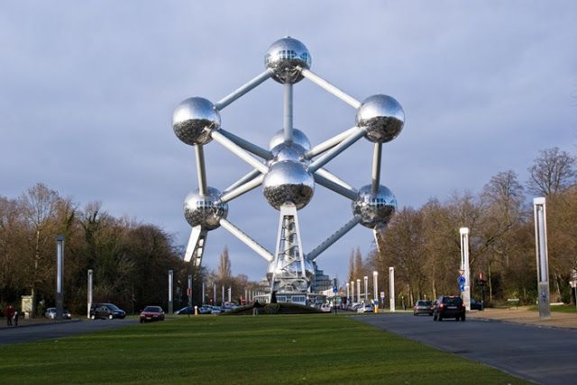 One of the Worlds Strangest Buildings - Atomium